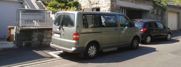 VW-Bus mit Rampe seitlich