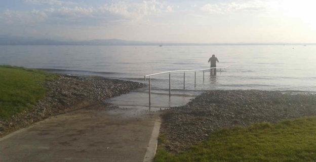 Barrierefreier Zugang in den Bodensee.